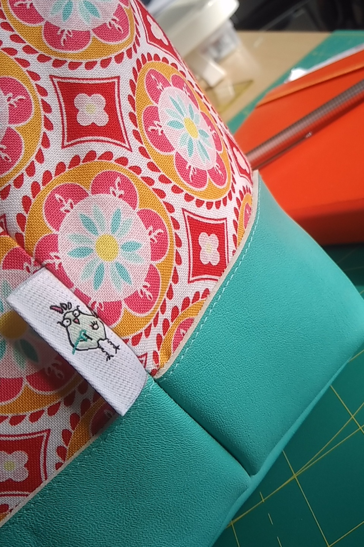 hühnchen an Carpet Bag